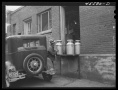 1941-Farmer-bringing-in-the-milk-at-the-Burlington-cooperative-milk-bottling-plant.-Burlington-BCMP-Lib-Congress5
